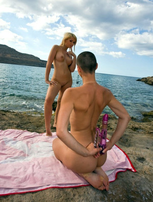 Naked chicks Rachel and Eliska ion..