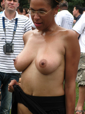 Naked black girlfriends show sexy body..