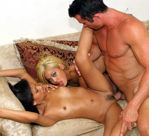 Horny young Asians get off on each..