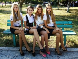 Leggy young models and teens,..